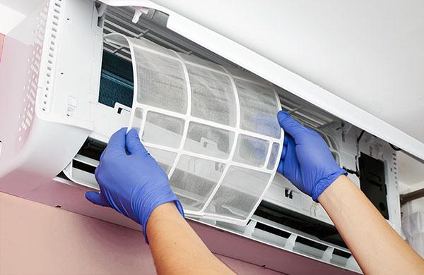 Dịch vụ vệ sinh máy lạnh tại nhà tphcm giá rẻ